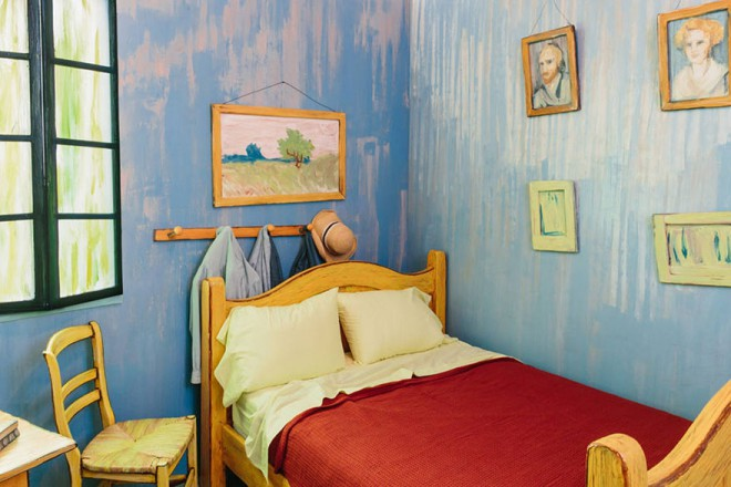 van-gogh-room-airbnb-art-institute-chicago-2-660x440